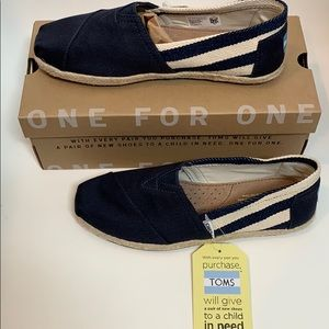NWT Toms Classic University Navy Stripe Espadrille